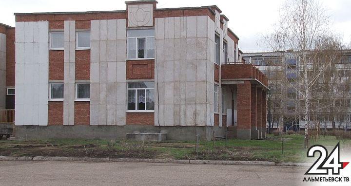 В Российской Федерации неизвестный сножом напал надетский парк